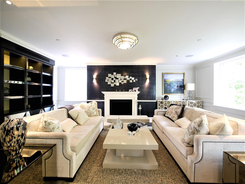 Soho Square   Soho   Price : 2400   Bedrooms : 3